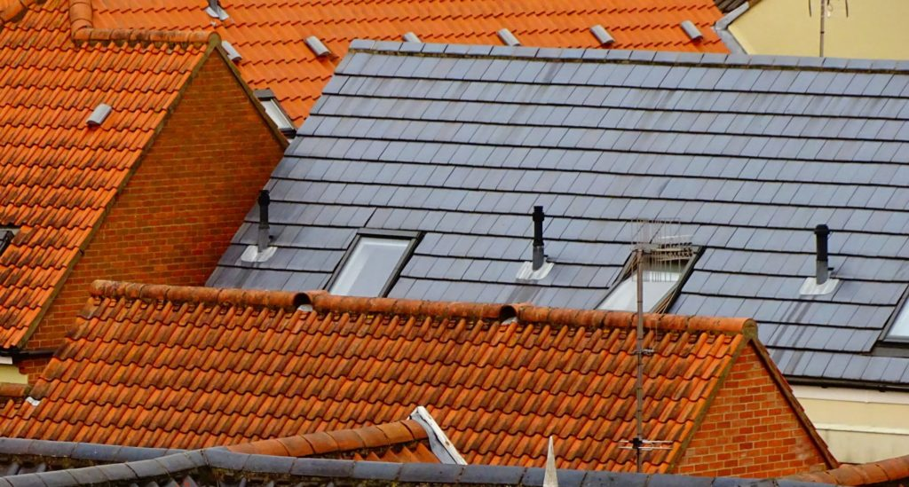best way to clean a tile roof